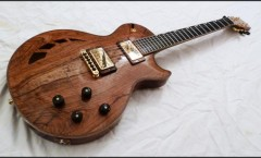 Guitare-N°40-Corps-acajou-évidé-table-olivier forme